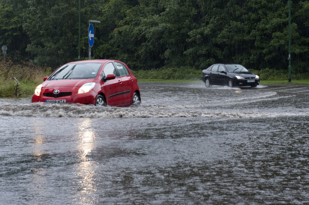 Traffic on flooded roads at Burchetts Green near Maidenhead, Berks.