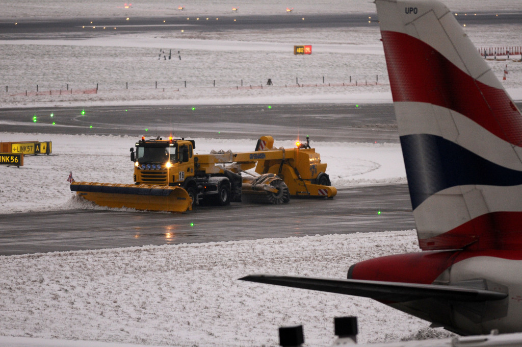 The monumental struggle as snow ploughs work around the clock at Heathrow to keep the runways open during todays blizzards. Copyright INS News Agency Ltd.18/1/2013 Picture-Kerry Davies