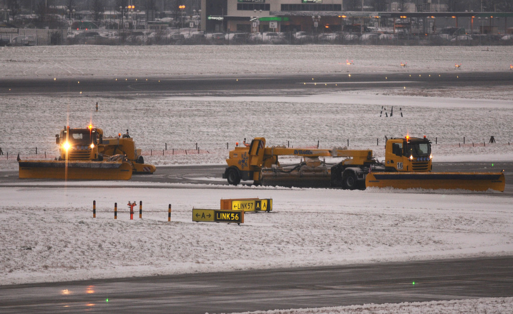 INS_Heathrow_Snowploughs_8